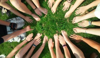Lice Lifters Helps Communities
